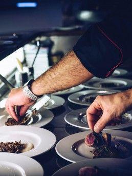 como servir platos