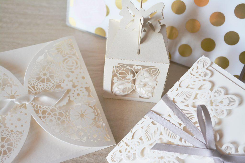 invitación de boda estilo encaje