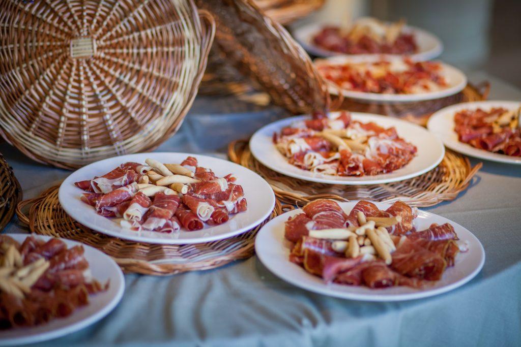 mesa de ibéricos en villa laureana