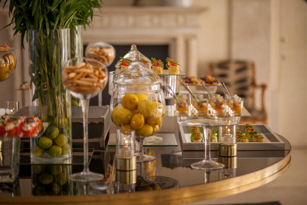 mesa de chuches para bodas y aperitivos