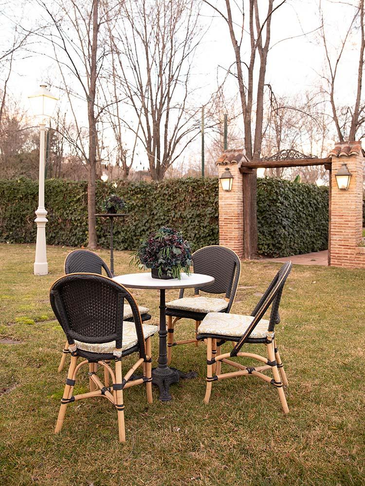 Espacio boho mesa jardin