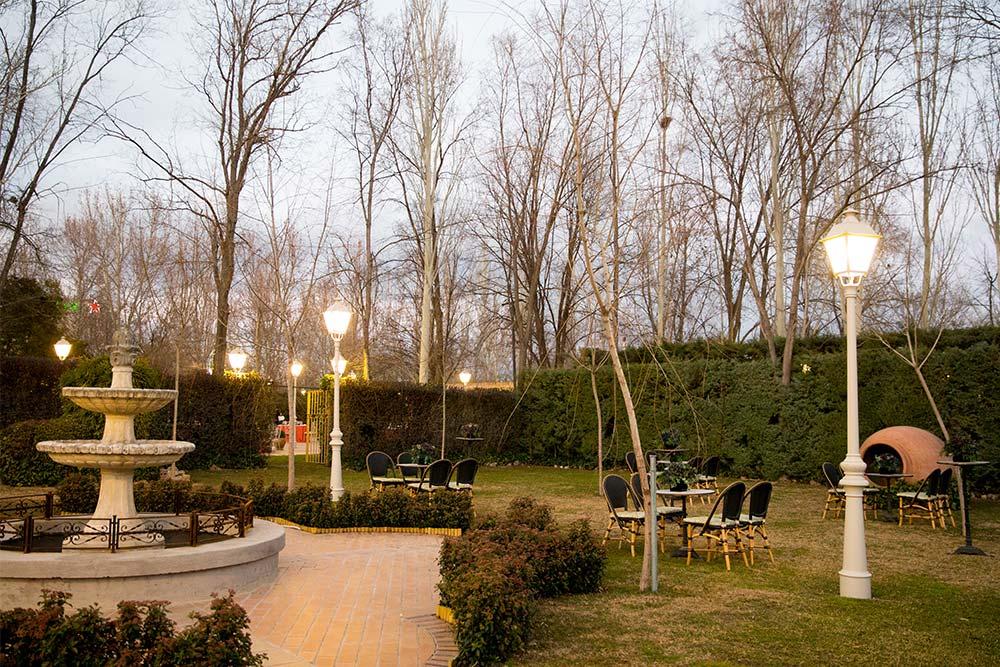 Espacio boho jardin anochecer